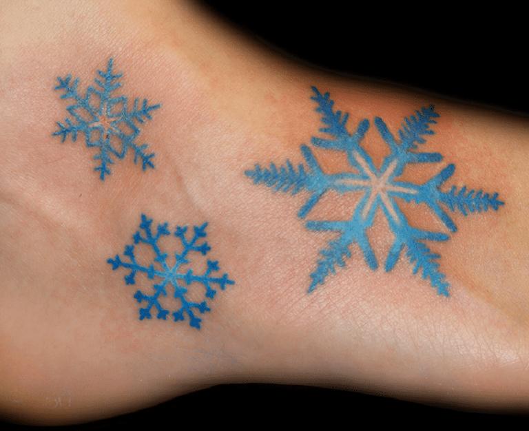 Tatuajes De Copos De Nieve Símbolo De Positividad