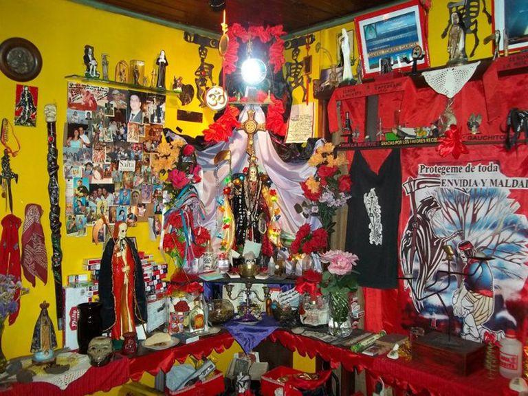 Santuario Navideño dedicado a San la Muerte en el Santuario Jardín de San La Muerte.