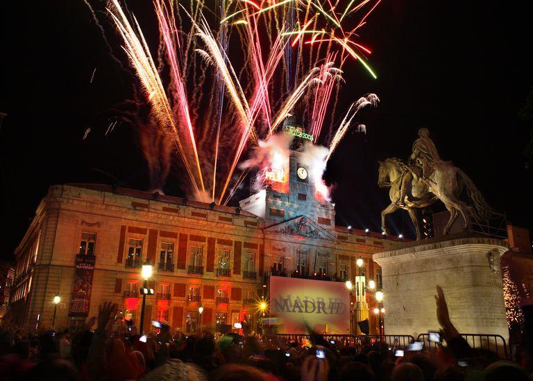 Fuegos artificiale sen la pubertades Sol de Madrid en Nochevieja