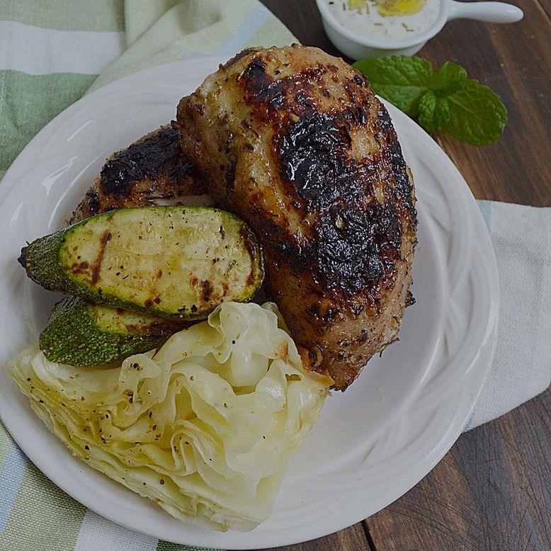 Pollo marinado con yogurt y hierbas