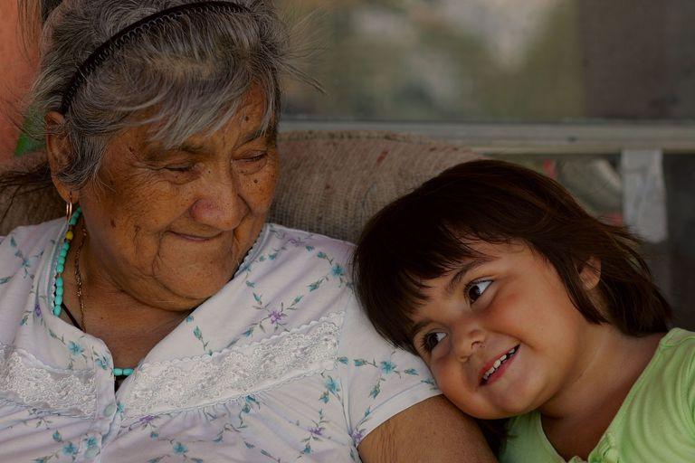 Abuela y niña