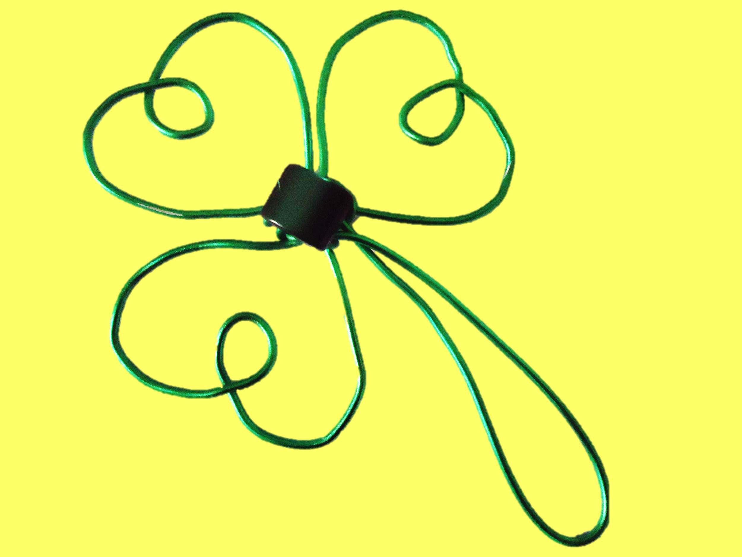Figuras con alambre trebol