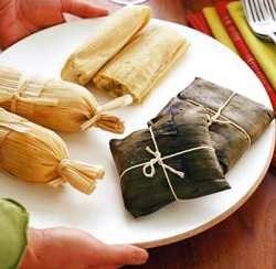 Tamales en hojas de maíz y plátano