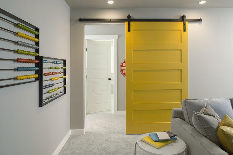 Puerta interior corredera amarilla