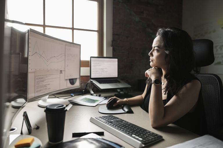 Mujer de negocios trabajando en equipo