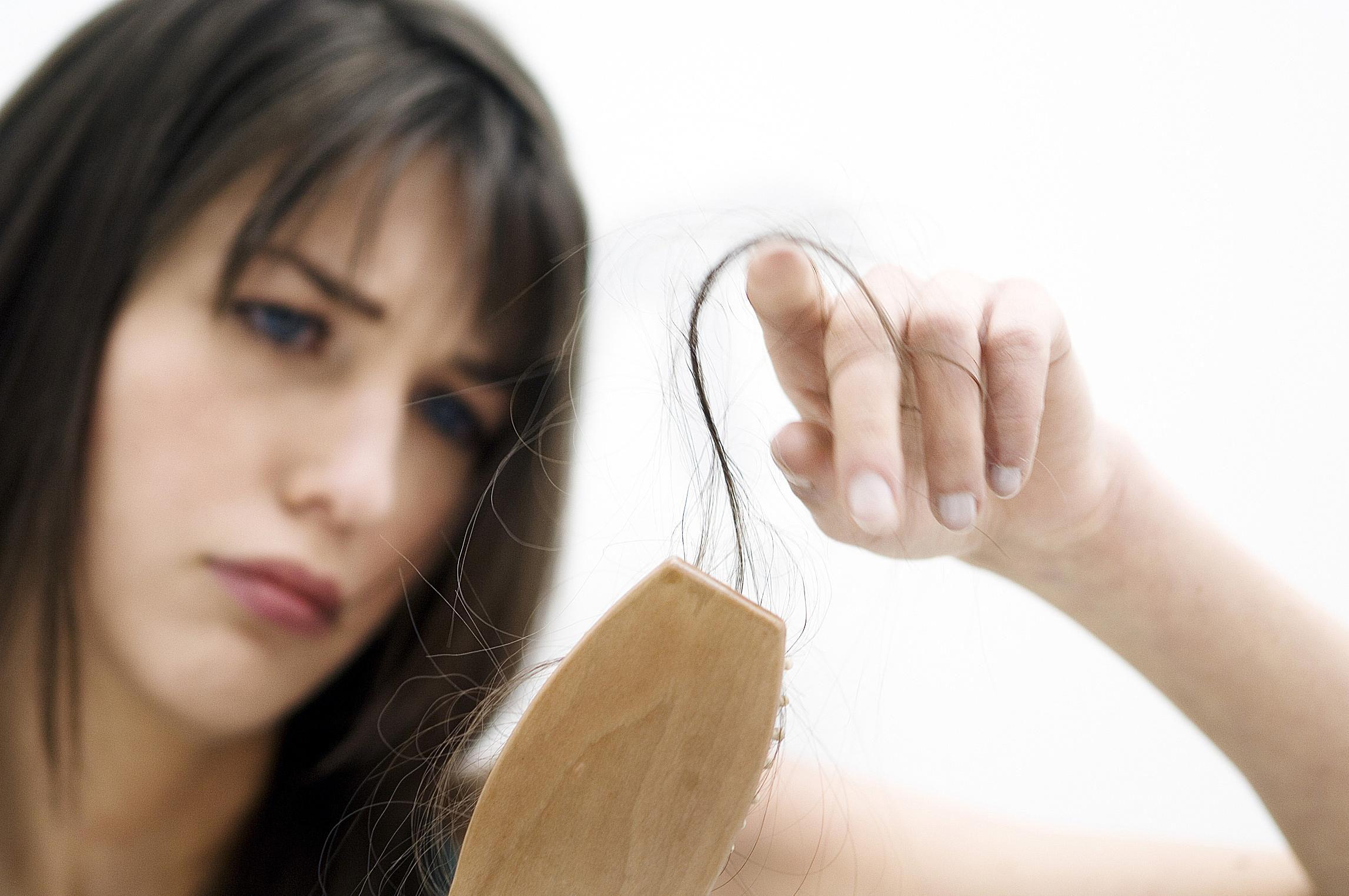 Ca da del cabello durante ciertas temporadas - En que meses se cae mas el pelo ...