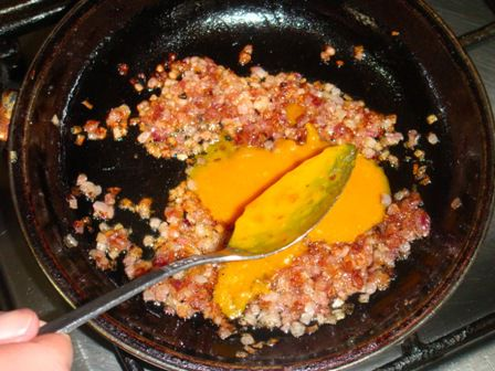 Agregar pimienta y ají amarillo