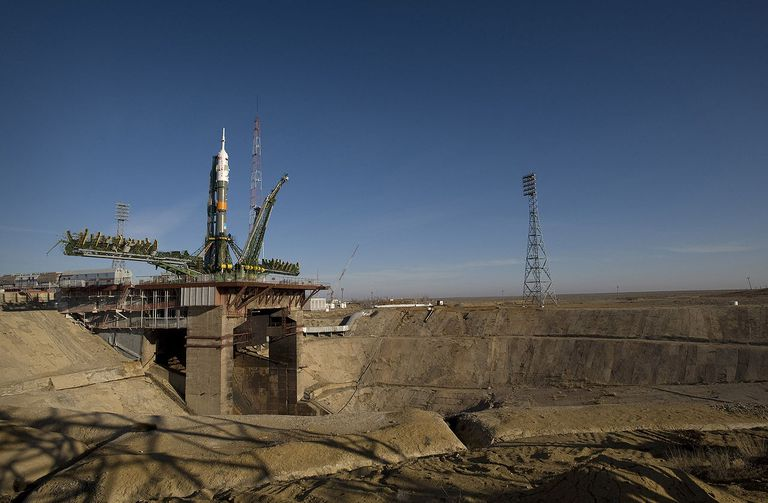 1280pxbaikonur-Soyuz_expedition_19_launch_pad.jpg