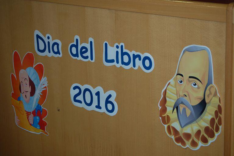 Imágenes de Cervantes y Shakespeare aparecen en un cartel para el Día del Libro