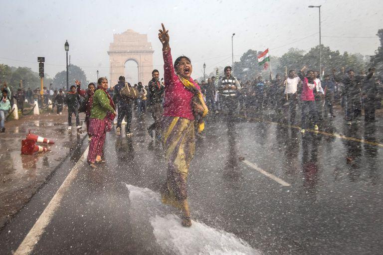 Protestas en Nueva Delhi contra la legislación que permite las violaciones, en 2012