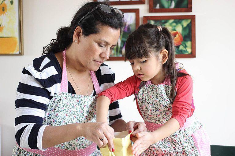Trabajo en equipo: niños en la cocina