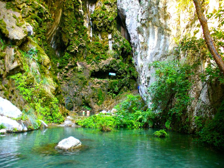 Balneario de aguas termales La Gloria