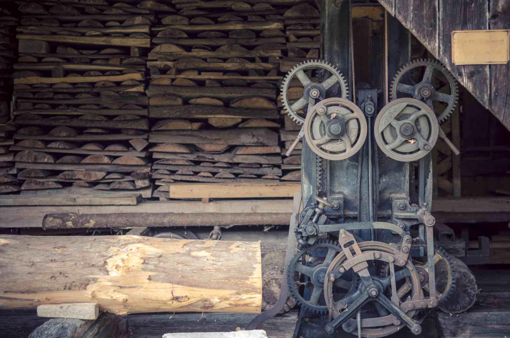 Los molinos de viento antiguos funcionaban como aserraderos.