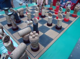 Juego de ajedrez con piezas de corcho