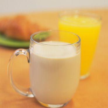 leche descremada, jugos 100% naturales