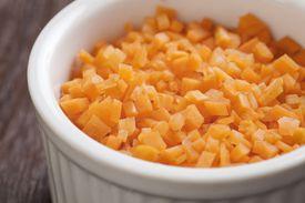 Zanahoria picada en brunoise