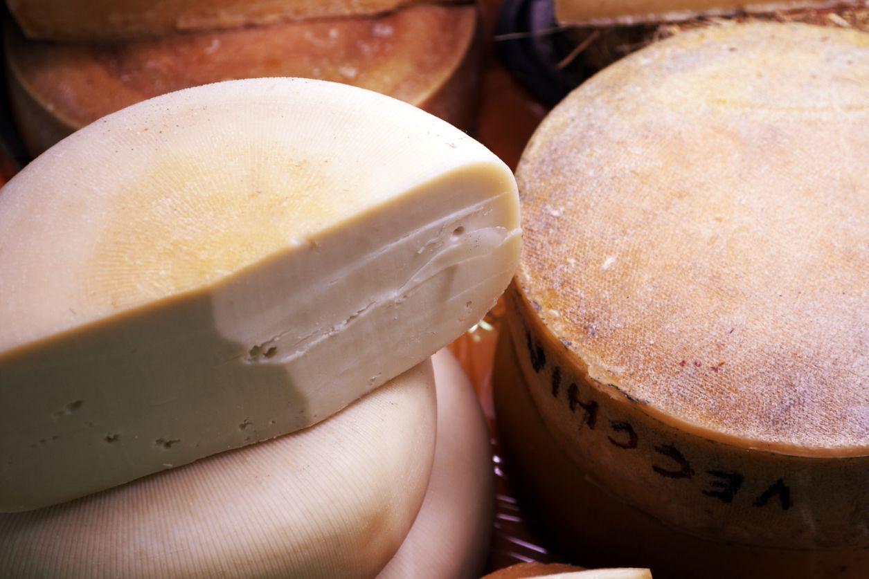 Quesos curados y lácteos, alimentos malos para el colsterol alto