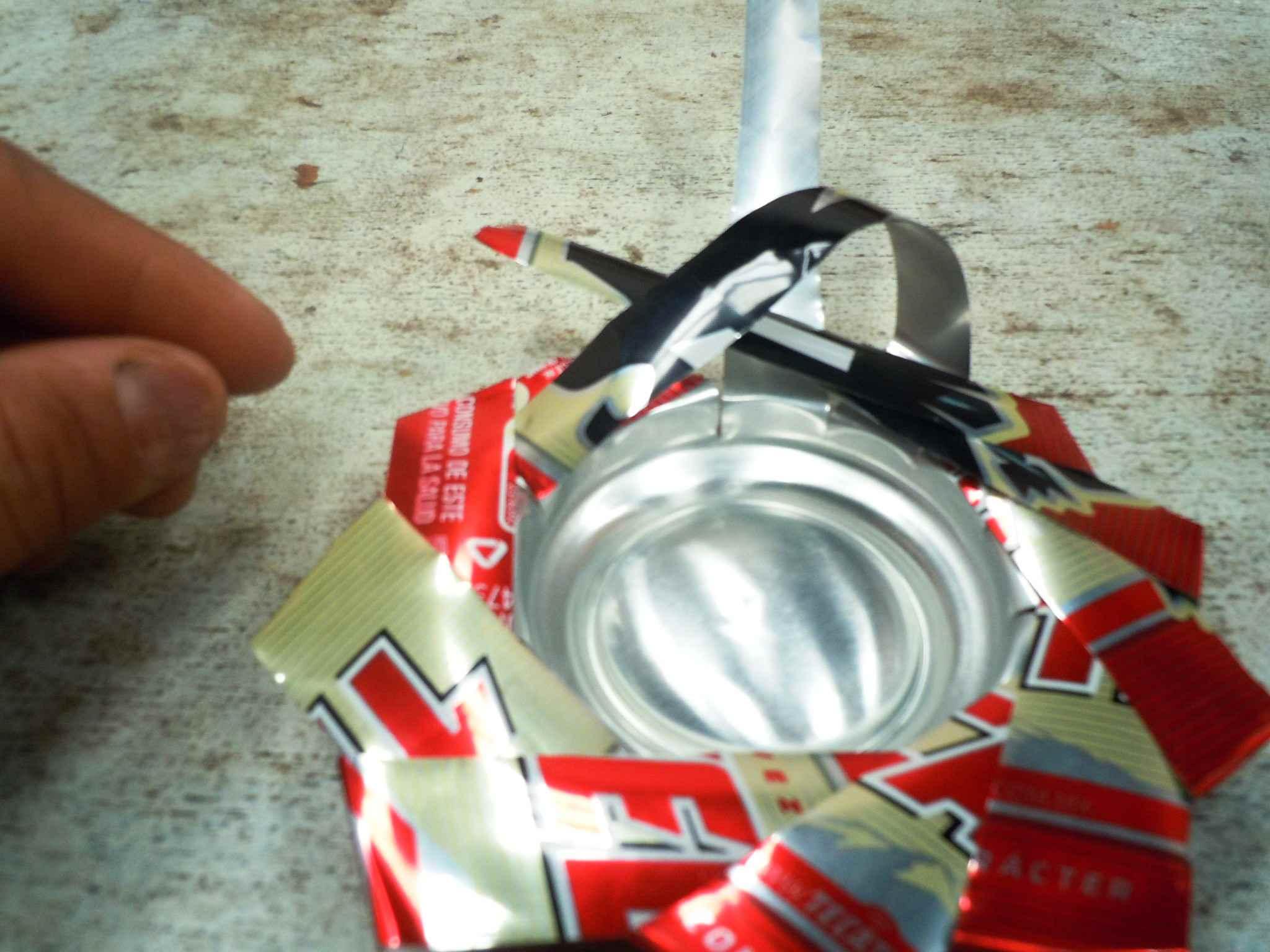 Teje las últimas tres tiras de la lata.