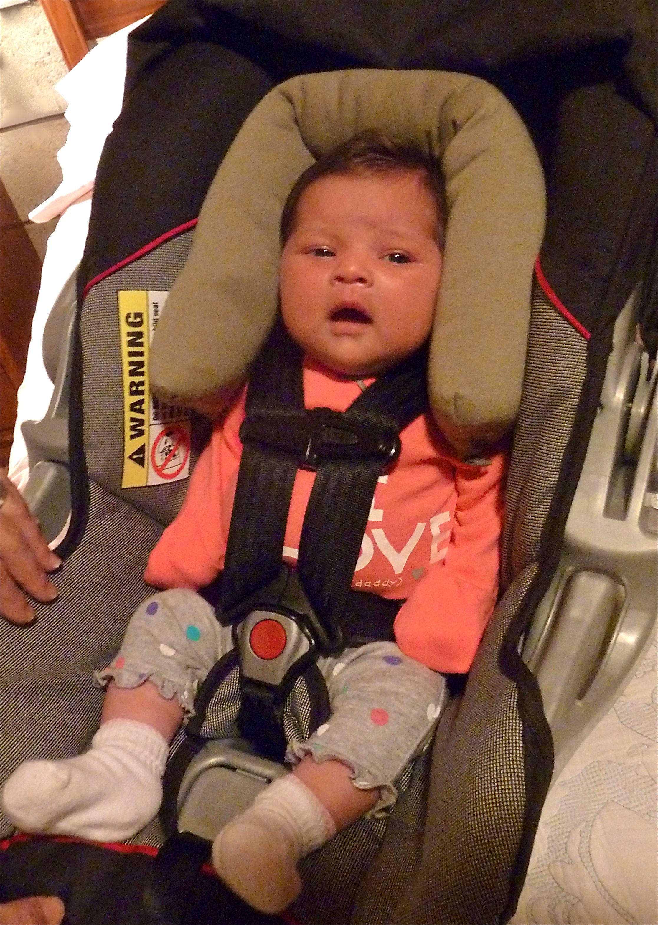 284f89994 Cómo asegurar a tu bebé en la silla de auto