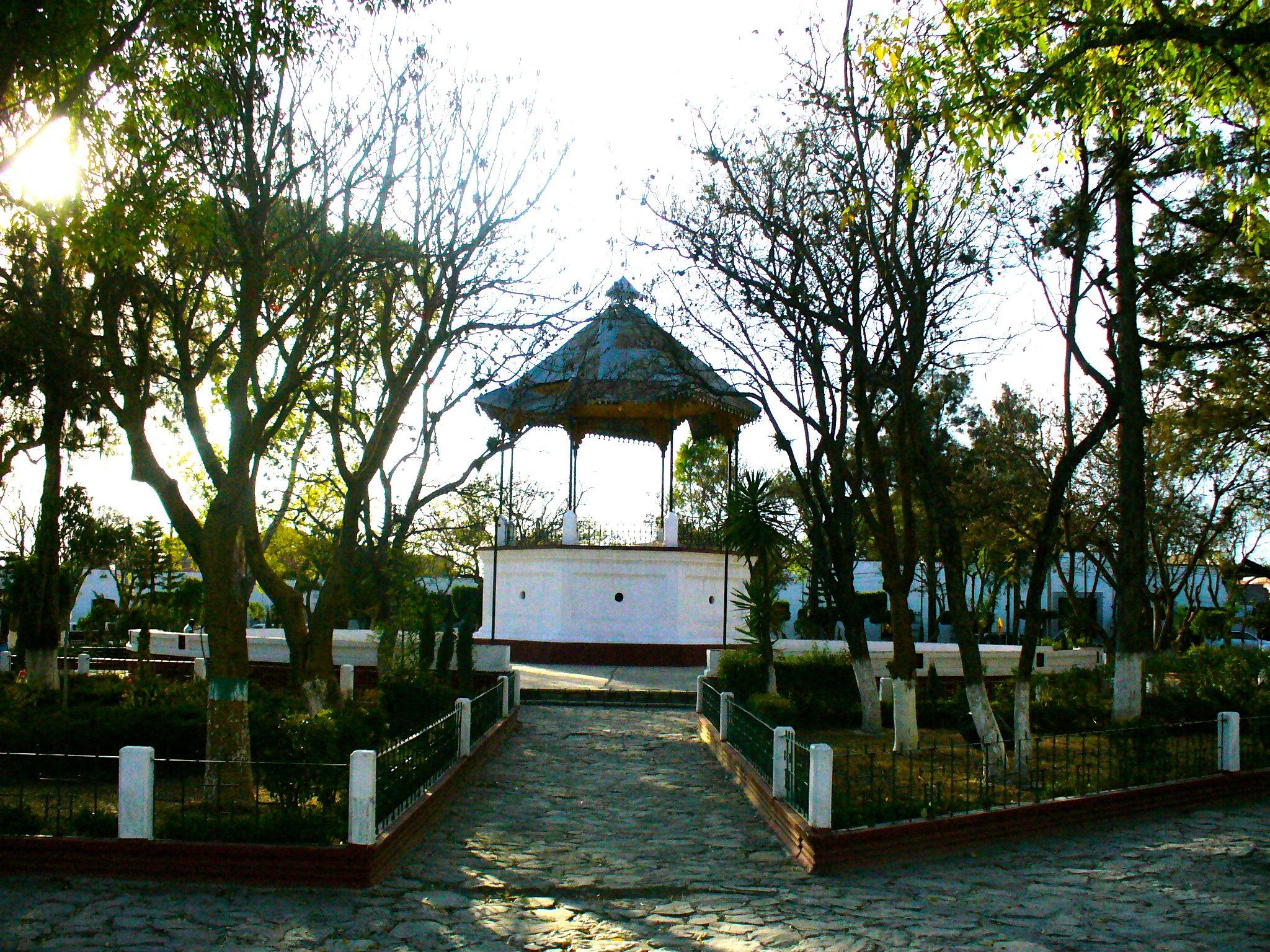 Plaza-principal-de-Tecali.JPG