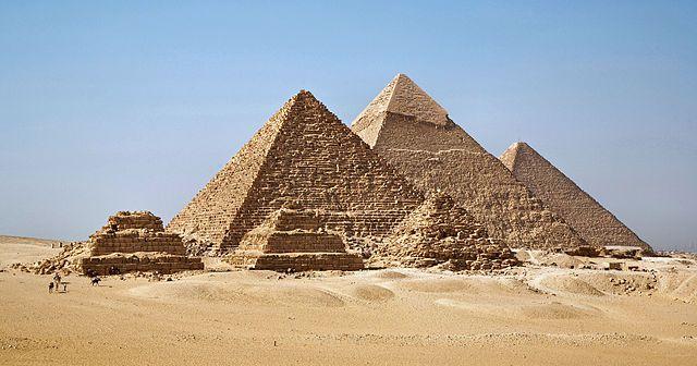 Las tres grandes piramides de Guiza