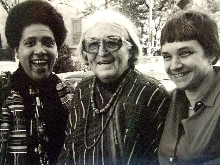 Audre Lorde junto a Meride Lesueur y Adrienne Rich en1980