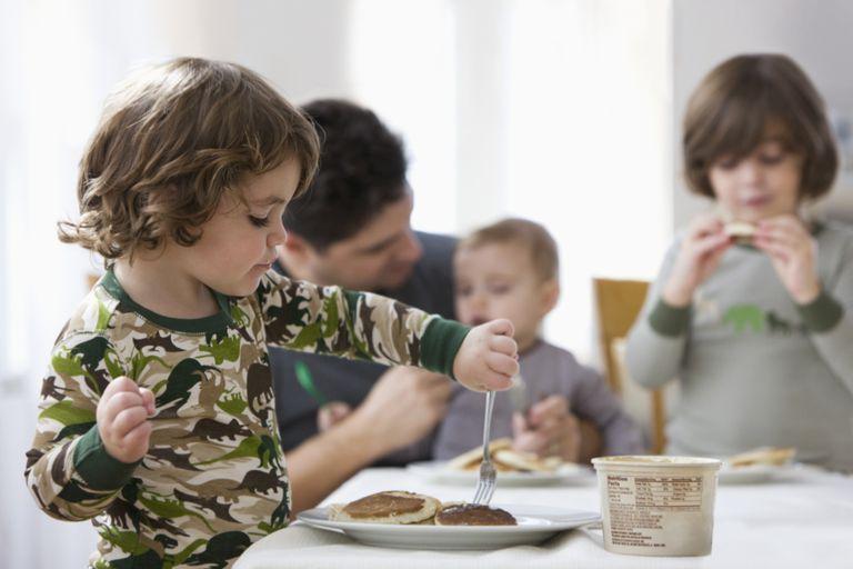 El reparto de tareas en casa es clave para una sociedad más igualitaria.