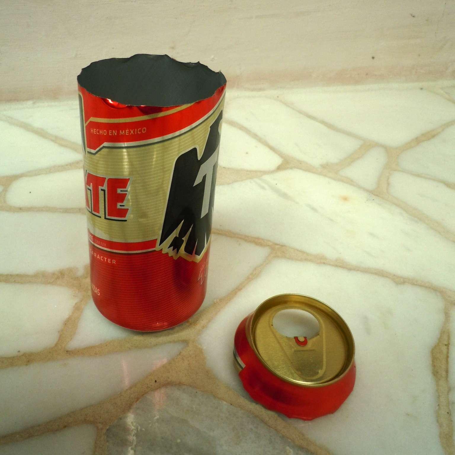 Primer paso: Corta la parte superior de la lata