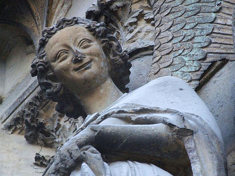 El ángel sonriente de la Catedral de Notre Dame, Paris