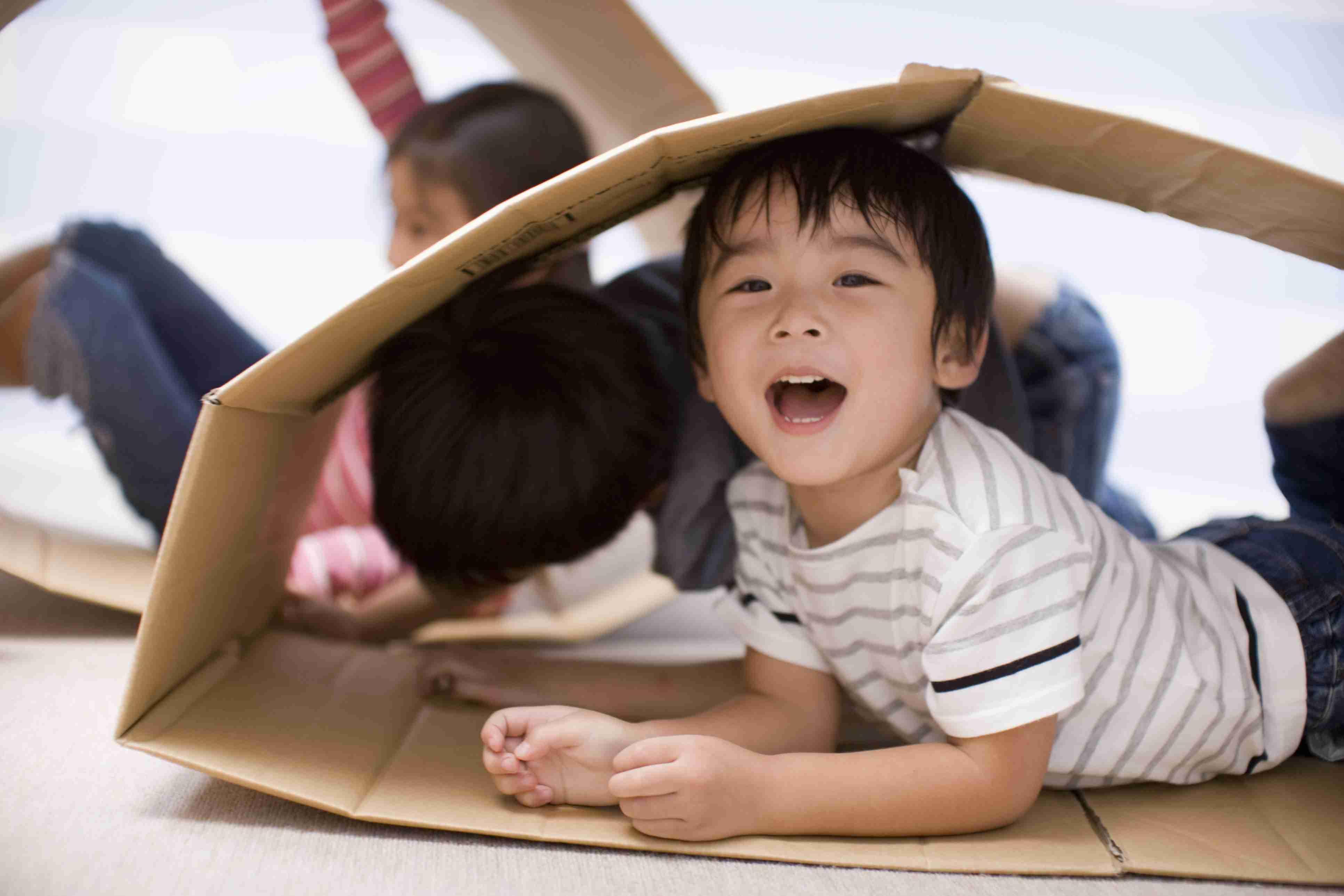 Cardboard crafts - kids make a tunnel