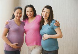 Tres mujeres embarazadas