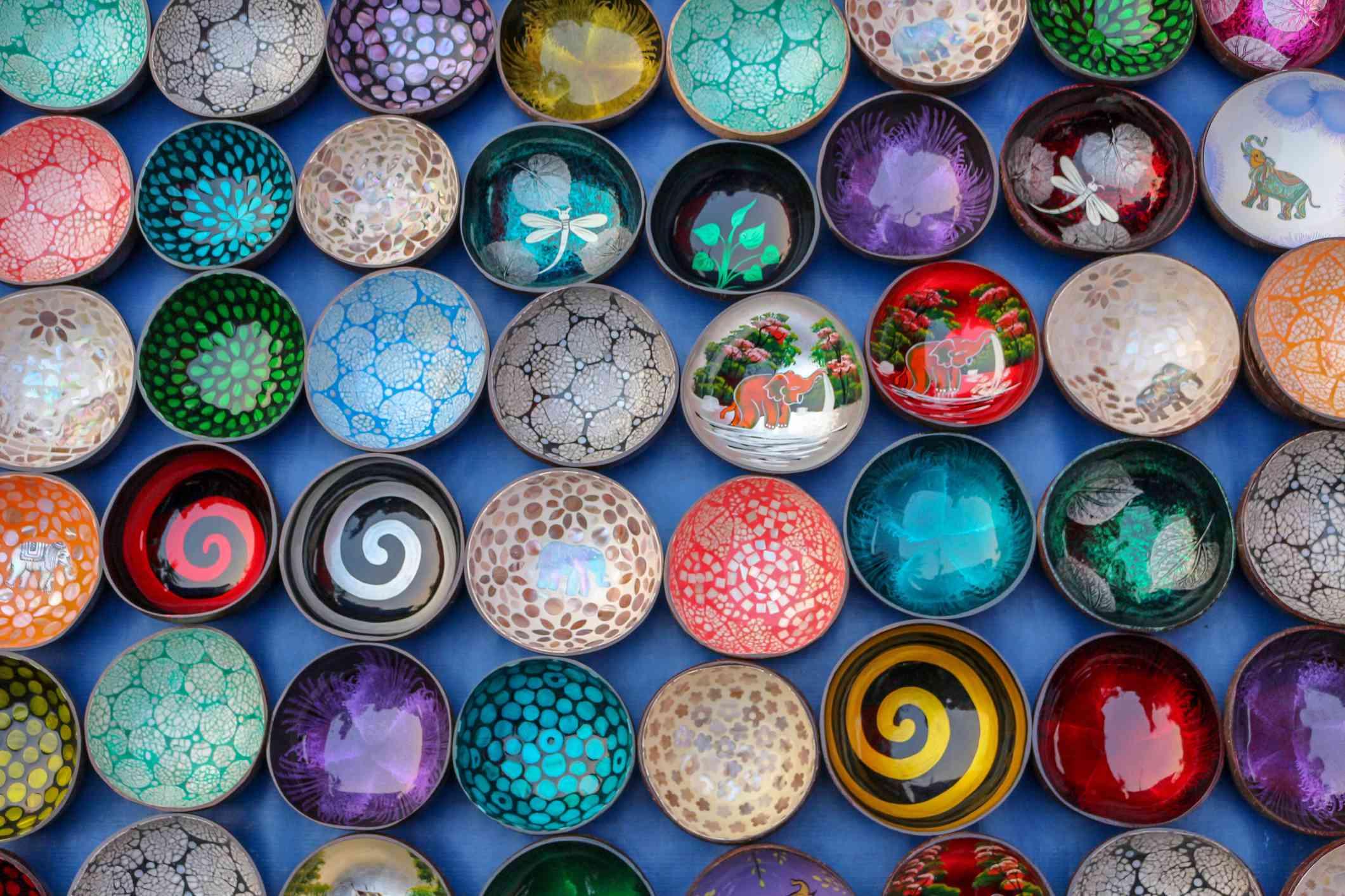 Bowls colgados en la pared
