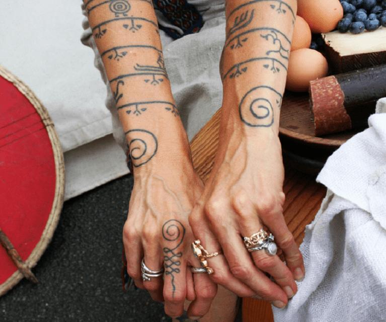 Tatuajes De Runas Vikingas Talismanes Del Poder Nordico