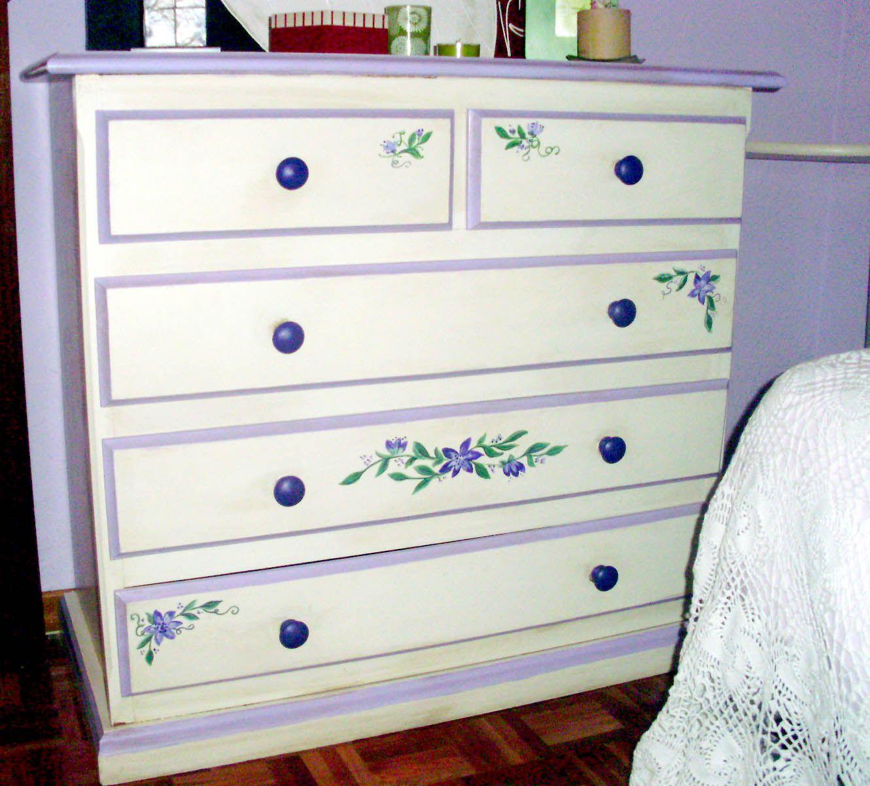 De dormitorio barnizado a habitaci n rom ntica for Muebles romanticos blancos