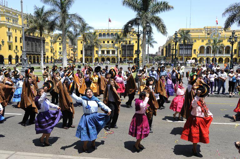 Celebración de independencia en Perú