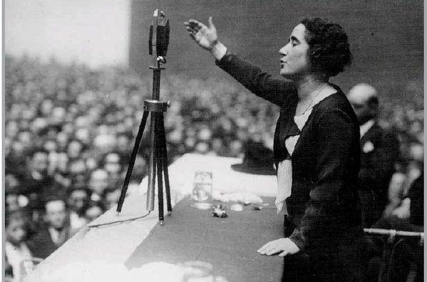 Clara Campoamor, diputada que defendió el derecho al voto de las españolas.