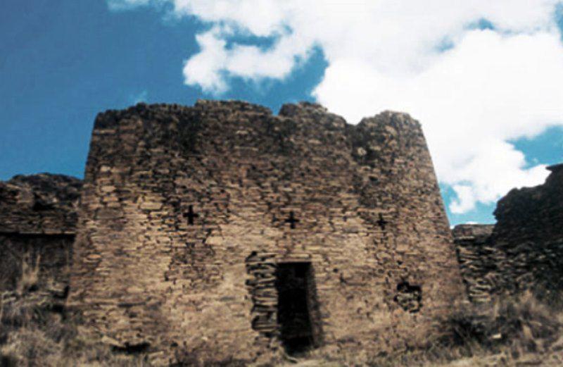 Complejo-Arqueologico-de-Garu-o-Yarowilca.jpg