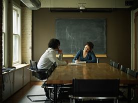 Discusión en la sala de conferencias