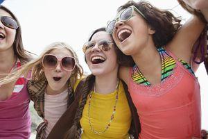 Chicas adolescentes riendo