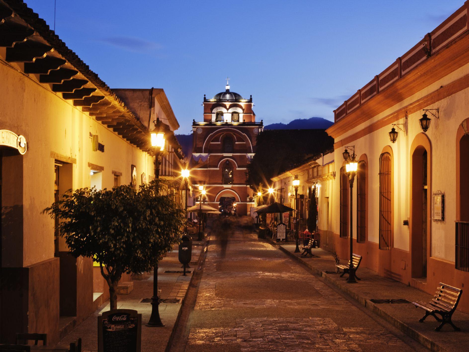 vista del Arco del Carmen en San Cristóbal de las Casas