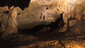 Cueva de noche