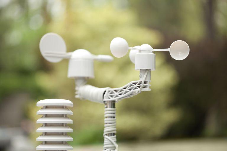 Un anemómetro se utiliza para medir la velocidad del viento.