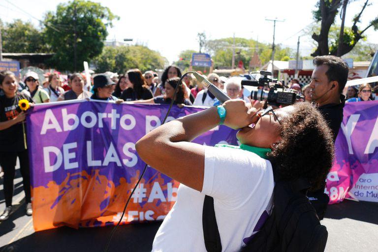 Día Internacional de la Mujer en El Salvador