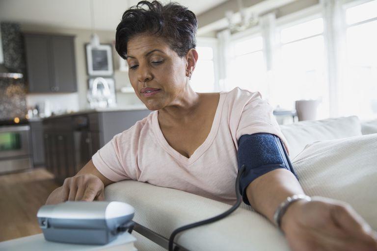 como medir la tension arterial en casa, AMPA, automedicion de la presion arterial, hipertension