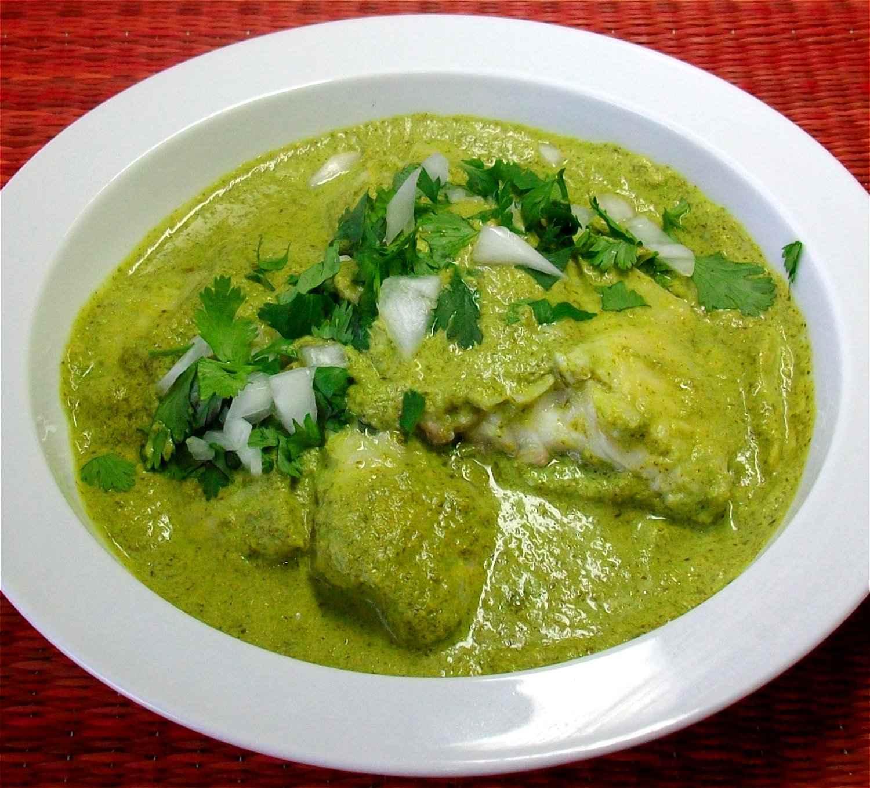 Filete de pescado blanco en salsa de cilantro