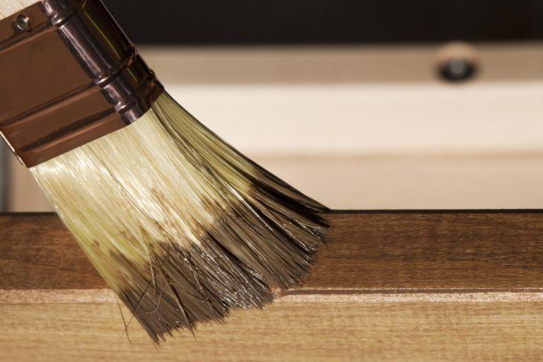 Mercedes El Paso >> Barnizar un mueble de madera paso a paso