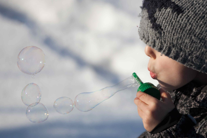 Soplando burbujas en invierno
