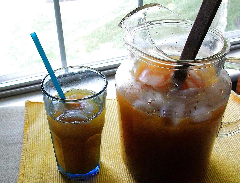 El tepache se sirve sobre hielos y es muy refrescante.