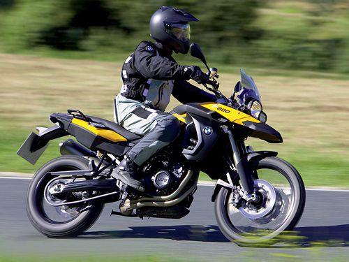 Cómo conducir y manejar una moto
