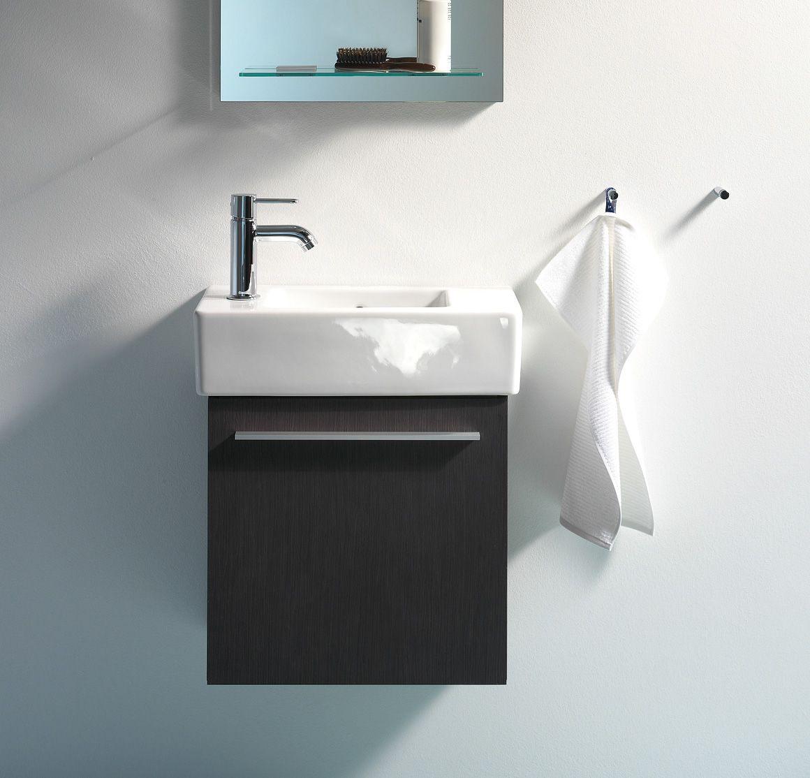 Amueblar ba os muy peque os y con formas irregulares - Muebles para lavabos pequenos ...